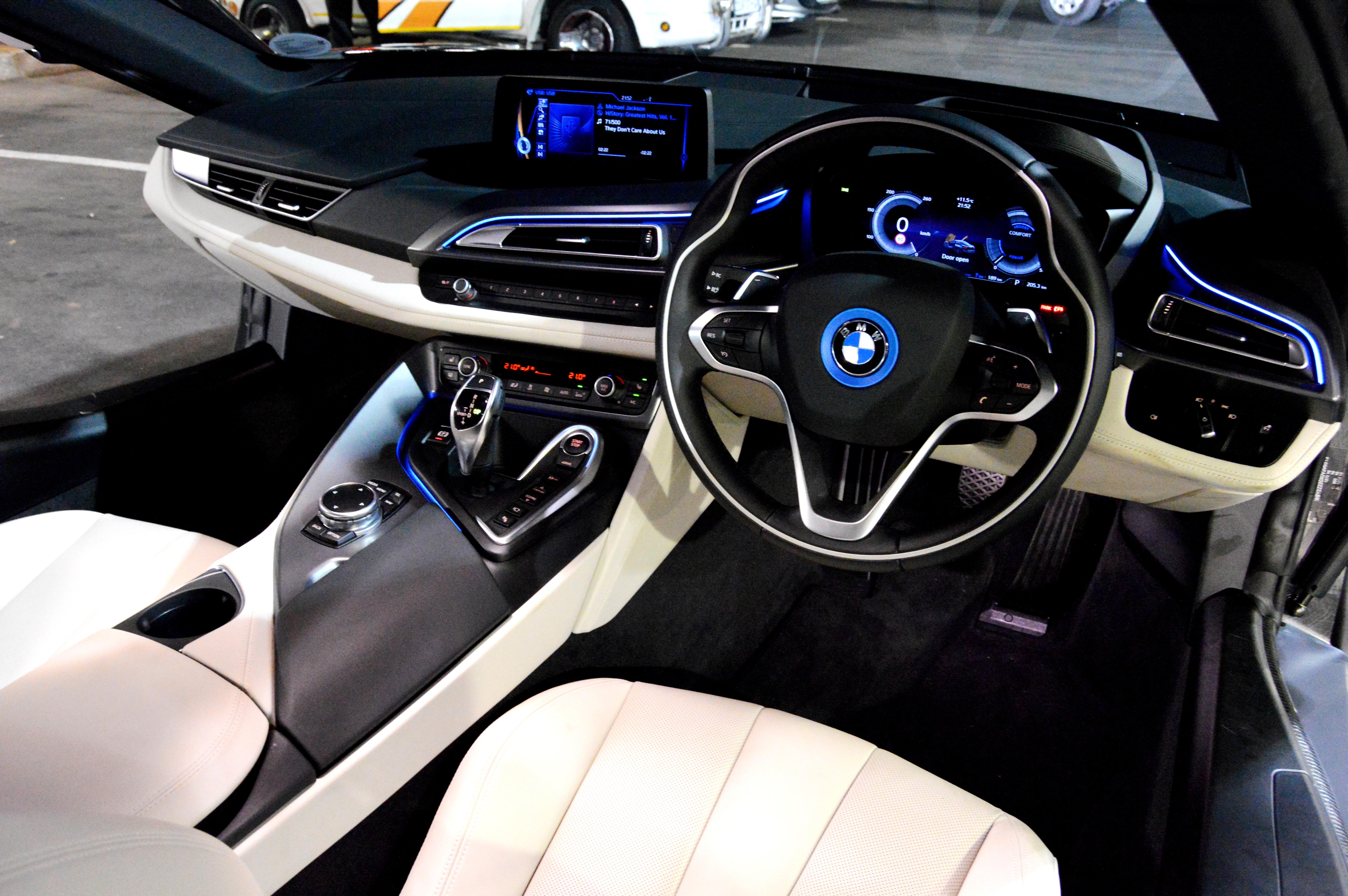 Bmw i8 interior highlights